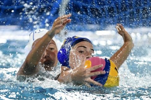 Budapest, 2017. július 18. A brazil Leticia Belorio (j) és az olasz Sara Dario a nõi vízilabdatorna A csoportjában játszott Olaszország - Brazília mérkõzésen a 17. vizes világbajnokságon a Hajós Alfréd Nemzeti Sportuszodában 2017. július 18-án. MTI Fotó: Koszticsák Szilárd