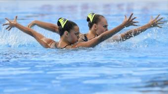 Budapest, 2017. július 14. Az izraeli Eden Bleher és Jael Polka a 17. vizes világbajnokság szinkronúszásának páros technikai selejtezõjében a Városligetben 2017. július 14-én. MTI Fotó: Czeglédi Zsolt
