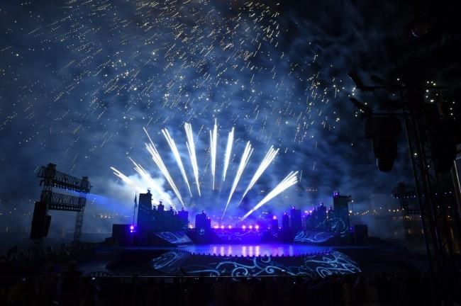 Budapest, 2017. július 14. Tûzijáték a 17. vizes világbajnokság megnyitóján a Lánchíd pesti hídfõjénél 2017. július 14-én. MTI Fotó: Koszticsák Szilárd