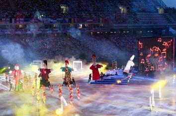 Gyõr, 2017. július 23. Az Európai Ifjúsági Olimpiai Fesztivál (EYOF) nyitóünnepsége a gyõri ETO Parkban 2017. július 23-án. A Gyõrben július 29-ig tartó EYOF a 14 és 18 év közötti fiatalok versenye, amelyen tíz sportágban 130 versenyszámot rendeznek. Az eseményre ötven országból 2500 sportolót és 1100 kísérõt várnak, a magyar színeket 152 versenyzõ képviseli. MTI Fotó: Krizsán Csaba