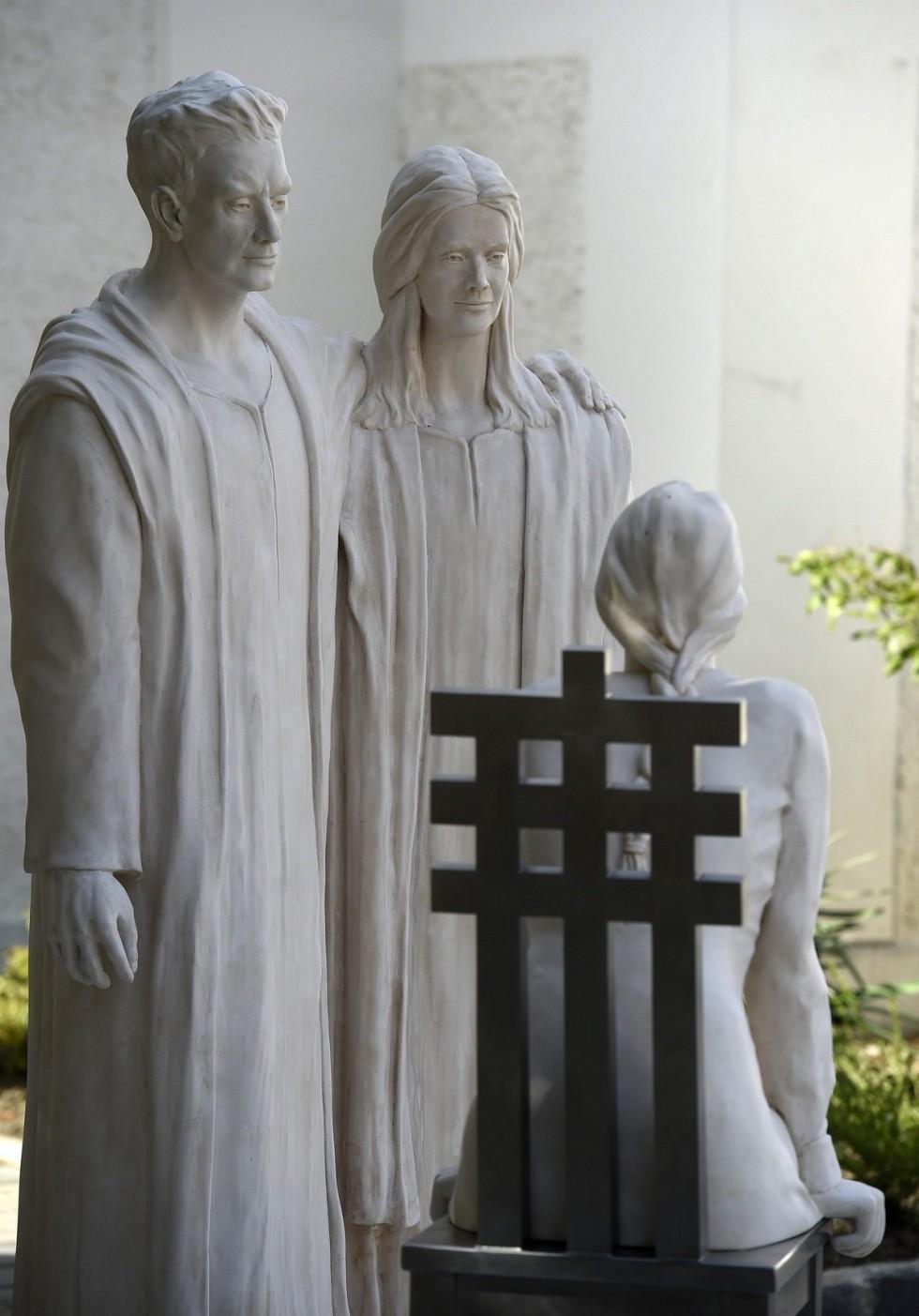 Átadták a Szent Anna-szoborcsoportot Veszprémben