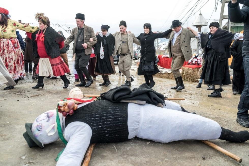 Farsangi ünnepség az erdélyi Csíkszentsimonban