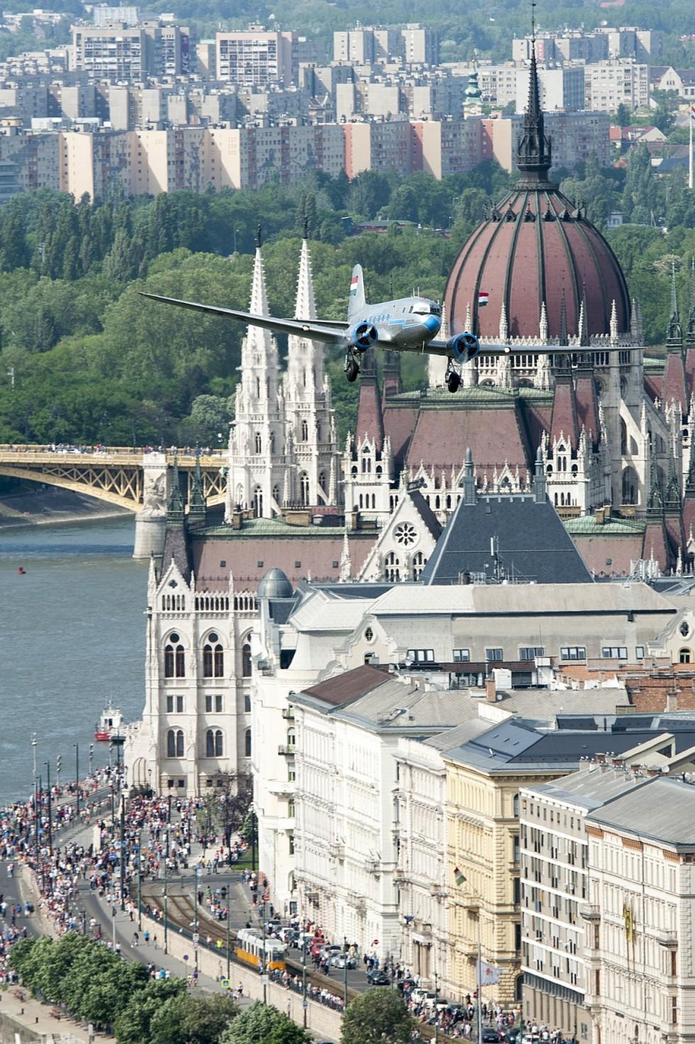 Nagy Futam - Légi bemutató a Duna felett