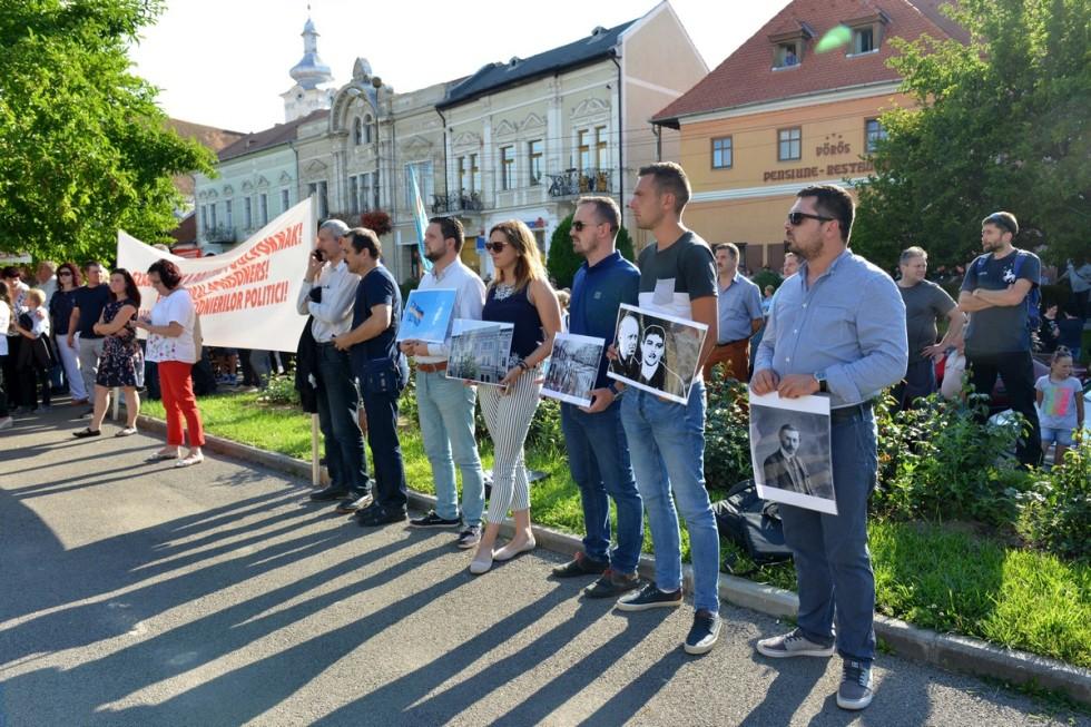 A terrorizmusért elítélt székely fiatalokért tüntettek Kézdivásárhelyen