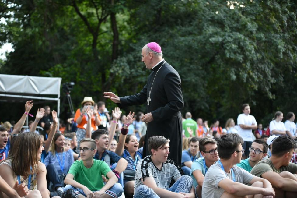 Megkezdődött az Országos Katolikus Ifjúsági Találkozó Szatmárnémetiben (12)