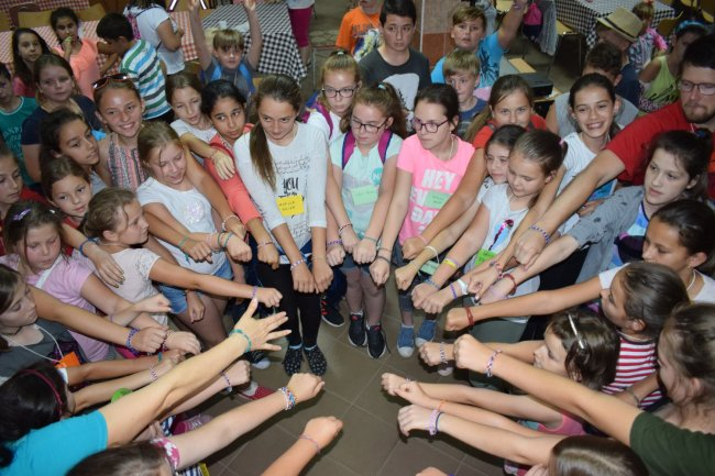 Táboroztak a gyermekek Nagykárolyban az egyházmegye református gyerekei (1)