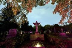 Budapest, 2018. november 1. Síremlékek a Fiumei úti sírkertben mindenszentek napján, 2018. november 1-jén. MTI/Mohai Balázs